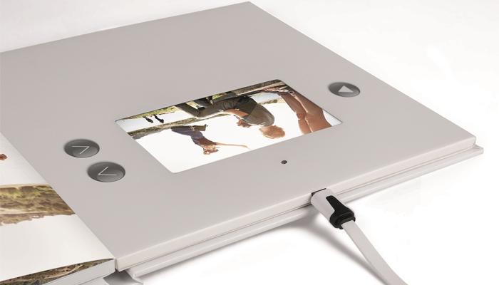 hinter dem fotobuch brillant video mag zwar high tech. Black Bedroom Furniture Sets. Home Design Ideas