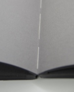 Bei der Fadenbindung verbinden Fäden die Seiten des Buchblockes